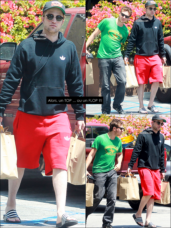 . 09/08/11 : Mr. Pattinson et l'un de ses amis de longue date, Sam Bradley, se promenait à Los Angeles..