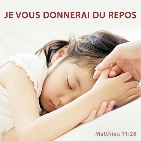 LE SERVITEUR DU SEIGNEUR SUPPORTE COMME CHRIST UNE LÉGÈRE PARTIE DE SA SOUFFRANCE POUR L'ÉGLISE! Comme LE FILS DE DIEU, nous aussi avons à souffrir dans notre chair l'injustice, l'humiliation, etc...mais le Seigneur reste à nos côtés et nous enseigne, nous soutien. Chaque matin, il nous réveille, nous réapprend à écouter, comme doivent écouter les disciples...NOS ADVERSAIRES S'USERONT TOUS COMME UN HABIT QUI TOMBE EN LAMBEAUX, DÉVORÉ PAR LES MITES. (Ésaïe 50, 4 à 9 )