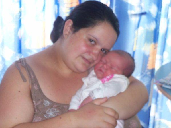 Elyne avec sa maman