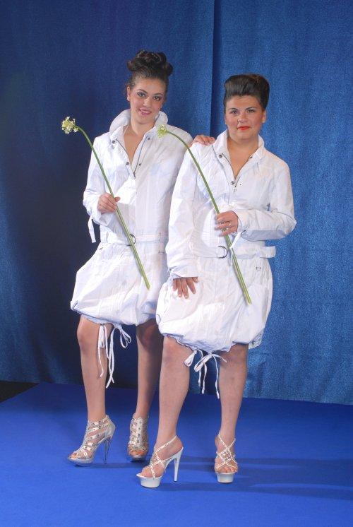 moi et ma belle soeur au défilé de mode