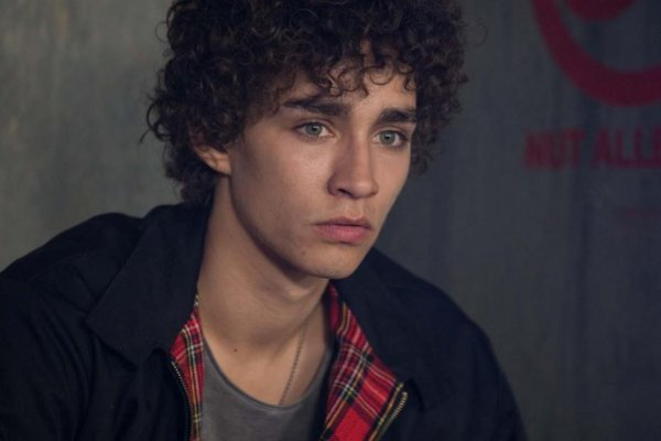 Robert Sheehan / Simon Lewis