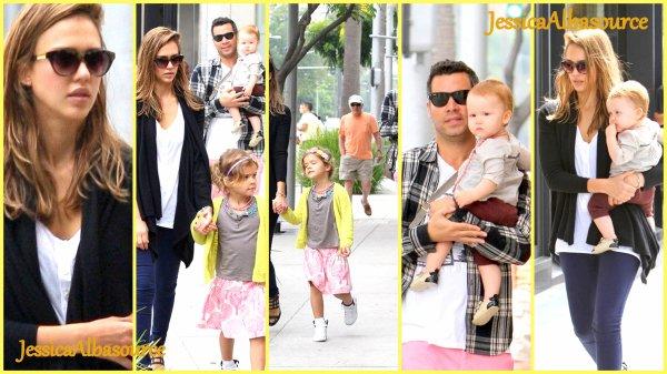 Samedi 25 aout Voici les photos de Jessica Alba avec sa famille en direction de Korner Nate à Santa Ana, Californie , elle est ensuite aller chez le coiffeur .