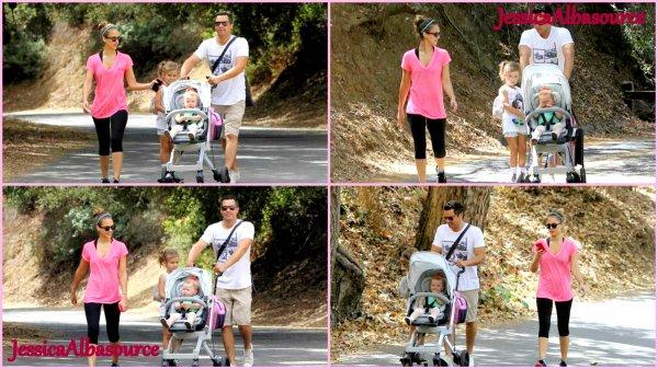 samedi 22 septembre 2012 Jessica ,Cash , Honor et Haven se promenant dans le parc de beverly hills