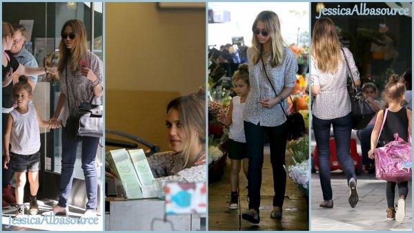 Mardi 16 Octobre Jessica Alba et Honor au marché de Brentwood, en Californie
