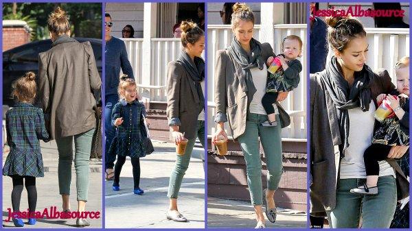 Samedi 3 Novembre Jessica s'est rendu a Baby2Baby à LosAngeles + des photos de Jessica et sa famille allant au restaurant belle sortie en famille :)