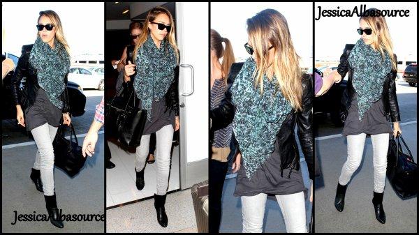 Dimanche 4 novembre Jessica  à l'aéroport  LAX à Los Angeles