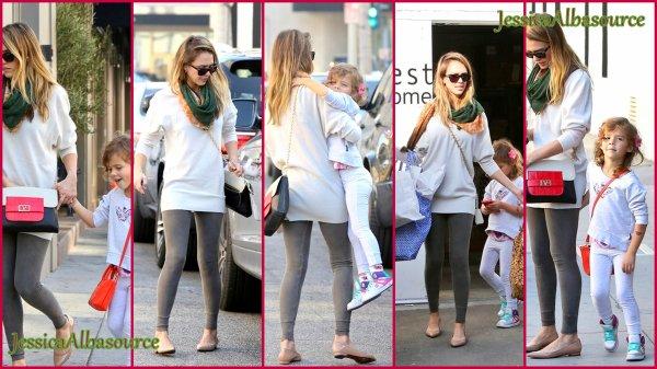 Dimanche 25 novembre Jessica  et  Honor  allant  faire un peu de shopping et allant déjeuner à West Hollywood, en Californie