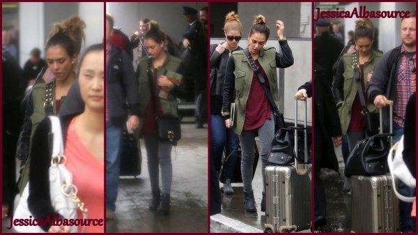 Samedi 1 décembre Jessica arrivant à LAX airport à Los Angeles+ quleques phtos facebook