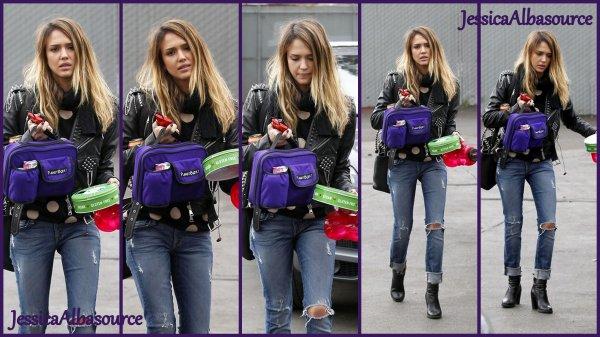 Mercredi 12 Décembre Jessica arrivant à son breaux les mians pleines