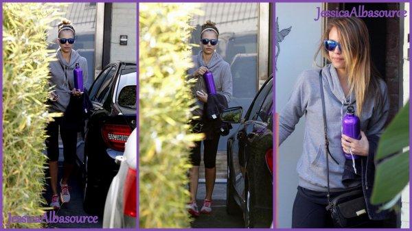 Mardi 8 janvier Jessica quittant une salle de gym  à Los Angeles