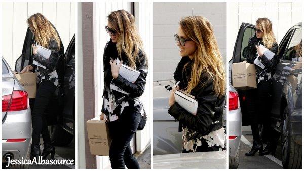 Mercredi 9 janvier Jessica  arrivant à son bureau à Santa Monica, en Californie