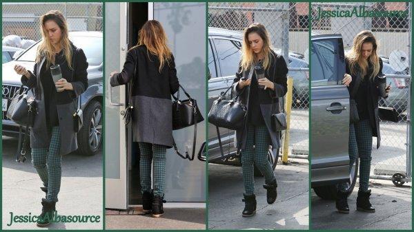 Mercredi 6 février Jessica se rendant à son bureau de Santa - Monica