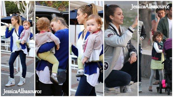 Dimanche 17 février Jessica , Cash , Honor et Haven  sont allés faire une promenade sur la plage de Santa Monica, en Californie.