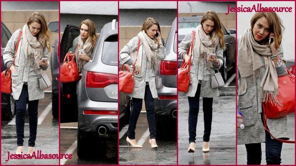 Mardi 19 février Jessica  allant  faire du shopping à West Hollywood, en Californie.