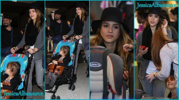 Jeudi 28 février Jessica et Honor à l'aéroport LAX à Los-Angeles