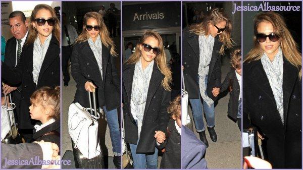 Mercredi 6 mars Jessica et Honor à L'aéroport LAX à Los-Angeles.