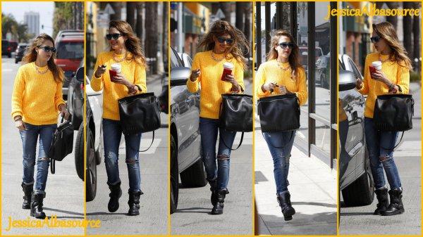 jeudi 7 mars Jessica s'est rendu à starbucks Cofee + une viddy + des photos facebook&twitter.
