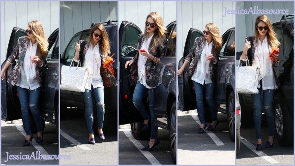 Jeudi 21 mars Jessica arrivant à son bureau de Santa-monica