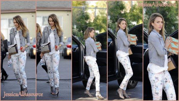 Dimanche 21 avrilJessica arrivant à son bureau à Santa Monica