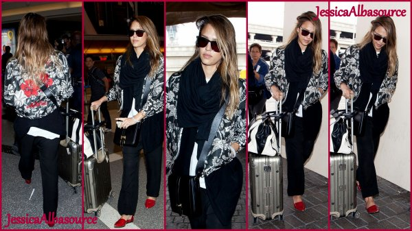 Mardi 30 avril Jessica à LAX airport à Los Angeles