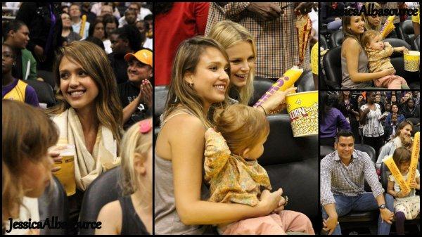 Dimanche 26 mai Jessica, Cash, Honor et Haven  Jessica Alba sont allés au match de basket fémini à Los Angeles + Lundi 27 mai Jessica ,Honor et Haven sont allés faire quelques courses.