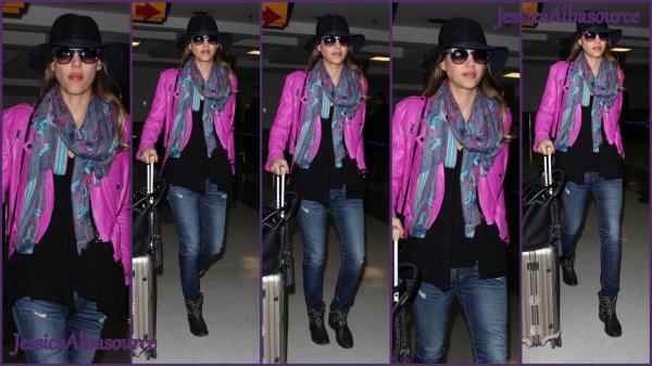 Vendredi 7 juin Jessica a été chercher Honor à l'école à Santa Monica ensuite elles sont allées faire du shopping et le soir Jessica a été repérée à l'aéroport de Los Angeles