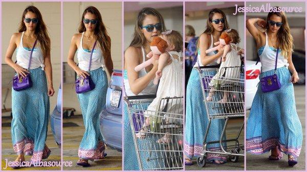 Dimanche 30 juin Jessica s'est rendu avec Haven dans un supermarché Whole foods histoire de faire quelques courses+ des photos persos de Jessica au concert de Beyonce Mrs Carter Show