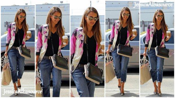 Jeudi 1 août Jessica s'est rendu à Starbucks  pour ensuite allée à son bureau à Santa Monica