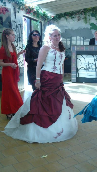 moi ak la robe rouge au mariage de laurence