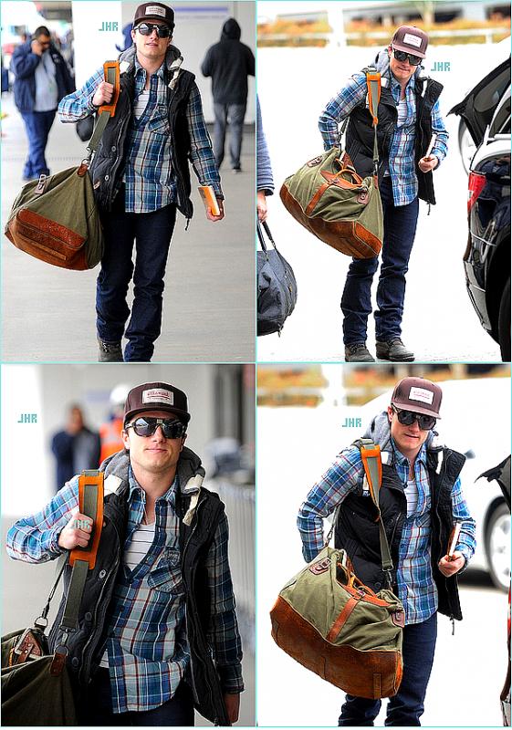 06/03/12 : Josh arrivant à l' Aéroport International O' Hare de Chicago.TOP ou FLOP ?