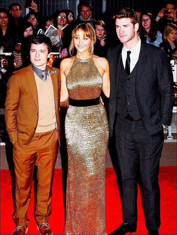 """14/03/12 : Josh s'est rendue à """" The hunger Games """" UK Premiere. TOP ou FLOP ? Perso c'est un grand Flop dans l'ensemble : Le costume marron sur du gris c'est pas super et les chaussures n'ont plus."""