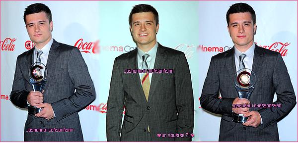 28/04/12 : Il y a 2 jours Josh s' est rendu au Cinemacon 2012. TOP ou FLOP ? + Une photo humoristique de Peeta & Katniss + 2 photos coup de coeur !