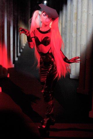 Lady Gaga fait son show pour Thierry Mugler !