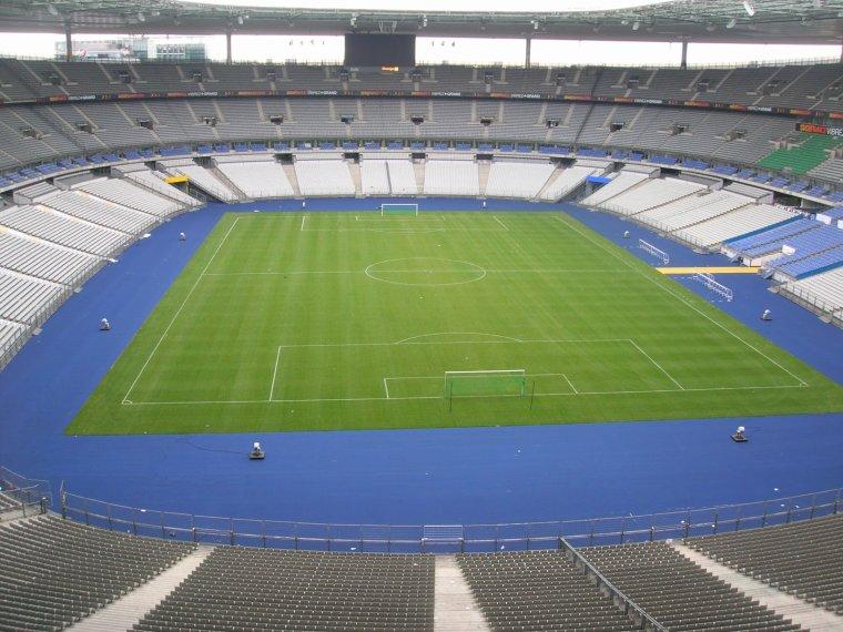 Vue de l'intérieur des tribunes hautes au Stade de France :