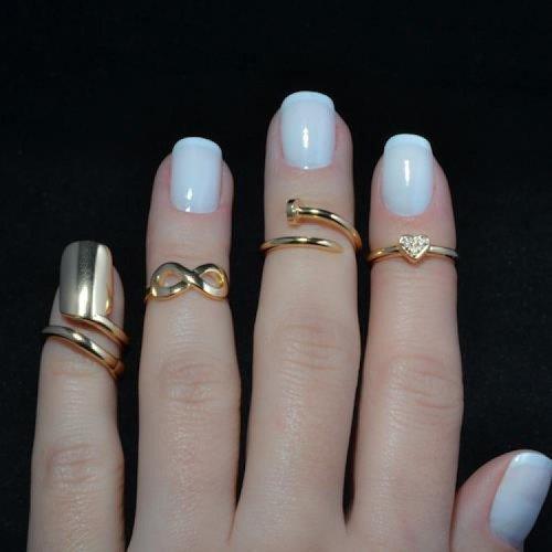des superbes main avec des superbes bagues !!