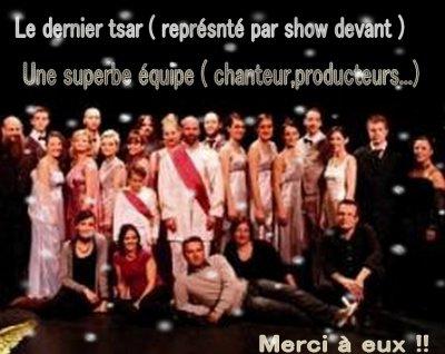 """Montage de remerciements pour la troupe de show devant nommé aussi """"le dernier tsar"""" pendant la période de cette comédie musicale"""