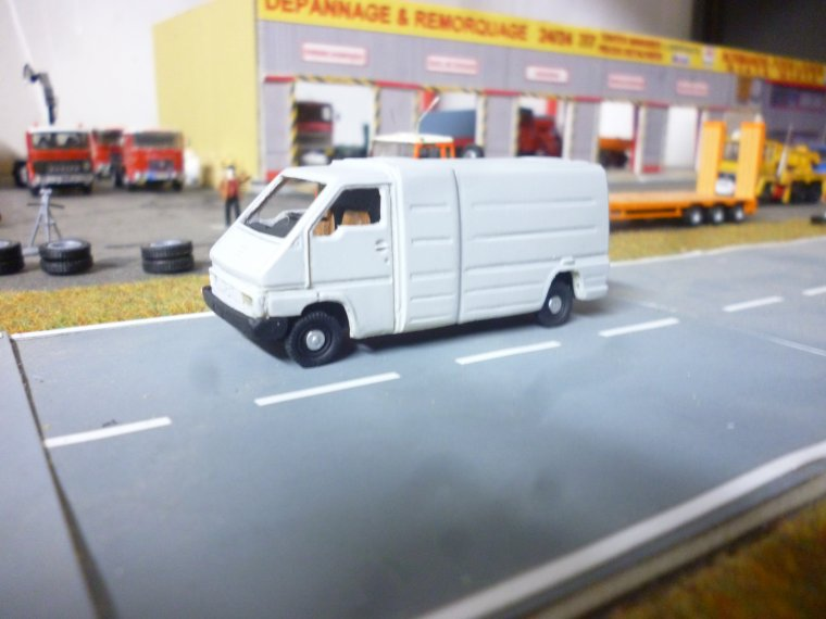 cot maquettes un petit fourgon renault master en vehicule. Black Bedroom Furniture Sets. Home Design Ideas