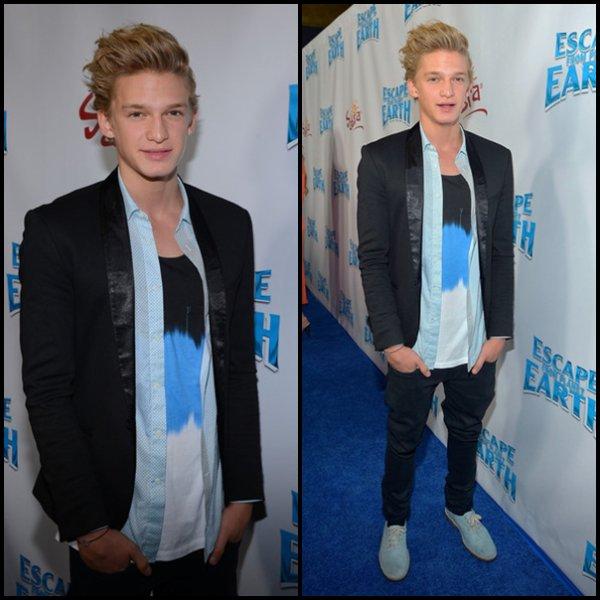 """. 6 Févreier : Cody était à l'avant première de """" Escape From Planet Earth """" présenté par La Weinstain Company à Los Angeles, Californie. ."""