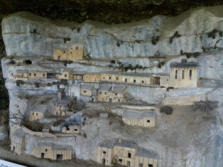 La Roque St Christophe , maisons troglodytes