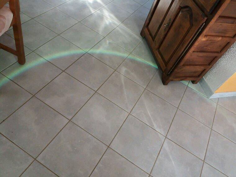 Oh ! Un arc-en-ciel dans la maison