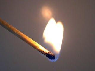"""JE NE FUME PAS .MAIS J'AI TOUJOURS UNE BOITE D'ALLUMETTES SUR MOI LORSQUE JE COMMETS UN PECHE. JALLUME UNE ALLUMETTE ET L'ETEINS DANS LA PAUME DE MA MAIN ET ME DIT """" SI TU NE RESSISTE PAS A UNE SIMPLE FLAMES.COMMENT VA TU RESSISTER AU FLAMES DE L'ENFER"""