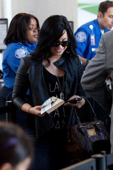 Demi a L'aréoport le 23/04/11