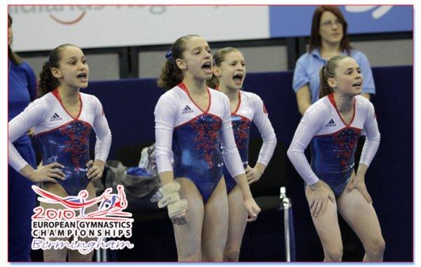 Mira-et-ses-Amies-Gymnastes