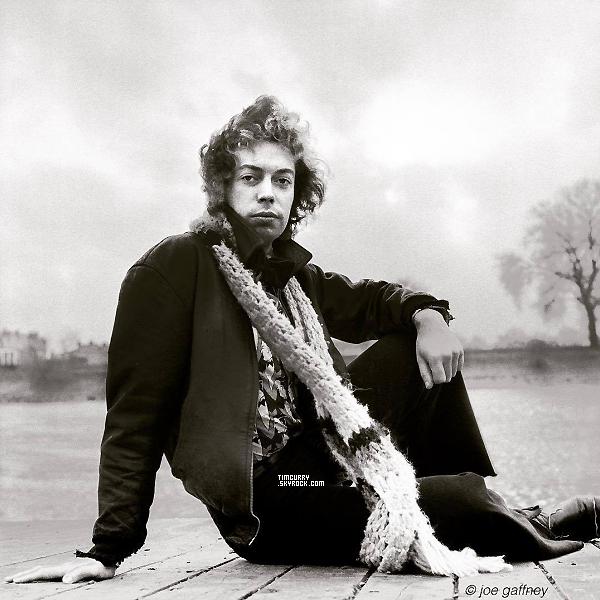 Nouvelle photo - Découvrez une toute nouvelle photo de Tim Curry à Londres en 1974, prise par Joe Gaffney.