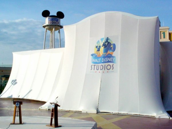 Happy Birthday Walt Disney Studios !