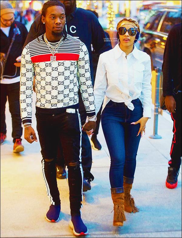 _ 03/01/2018 - Cardi B a été photographié avec son fiancé Offest à Los Angeles, CA.  _Le 28 janvier prochain, notre rappeuse Cardi B chantera au coté de Bruno leurs titre Finesse lors des Grammy Awards 2018 . Alors hâte ?