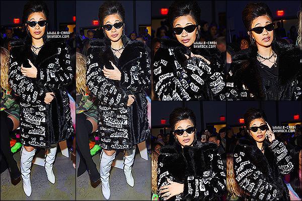 _ 08.02.2018 - Cardi B était présente au défilé de mode de Jeremy Scott à la fashion week à New York .