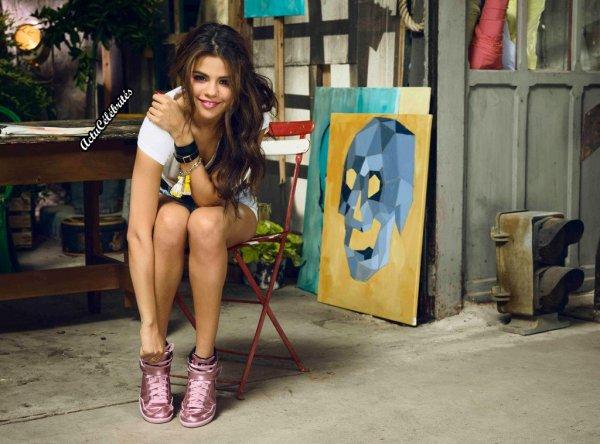 Selena Gomez lance la collection d'été pour la marque NEO d'adidas