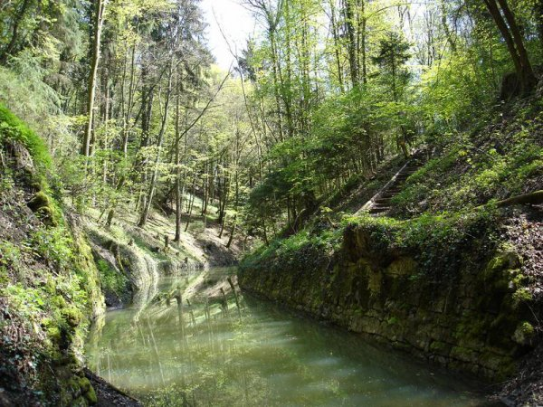 Le Canal d'Entreroches