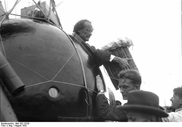 A la conquête du ciel et des abysses (1) Auguste Piccard